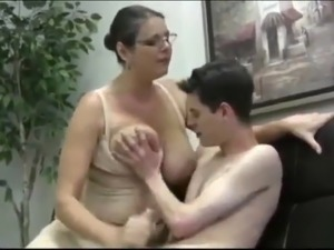 Blonde mature helps her young neighbor to reach an orgasm