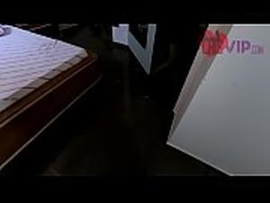 Cristina Almeida com outro homem em um motel, traindo e humilhando seu marido...