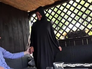 MUSLIM BITCH LEFT HER EGYPTIAN HUSBAND