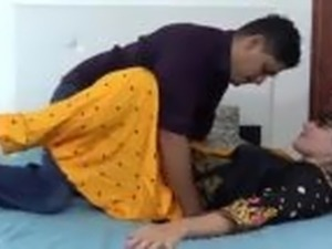 Indian hindi stepsister dry sex with stepbrother (Hindi )