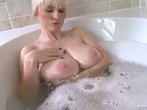 Bath time boobs