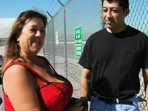 Stud fingers and fucks cunt of one naughty fat woman