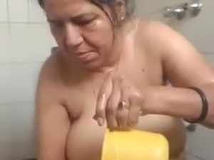 Sundhori Aunty, Bathroom Video