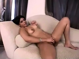 Amateur babe masturbating on couch
