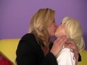 Ginger Lynn Seduces Tessa Taylor free