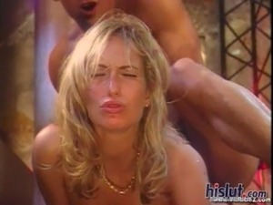 Sophie reaches an orgasm free