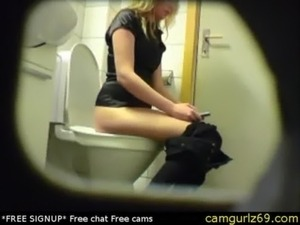 Blonde amateur teen toilet pussy ass hidden spy cam voyeur 4 sexcam chat...