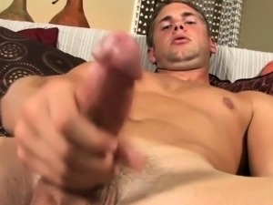Newbie hunk beats off