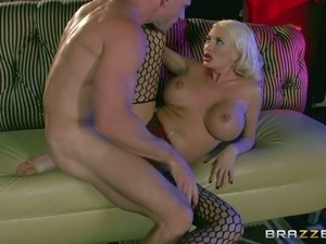 Pornsharing.com sex movie - Summer Brielle is a busty good looker that makes...