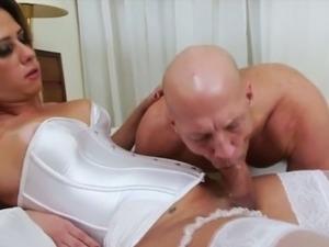 Tranny hottie Nicole Bahls loves fucking