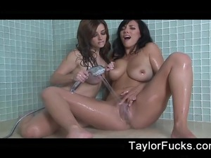 Hottie Taylor Vixen takes a shower with another babe