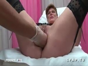 FFM Cougar a son cul plugge chez le gyneco free