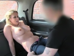 Amateur blonde cheating gf tries out anal sex in taxi