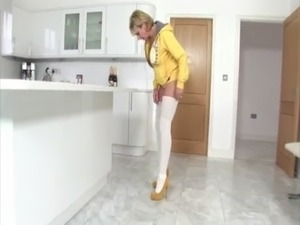 Lady Sonia shaking her groove thang proper gangnam style free