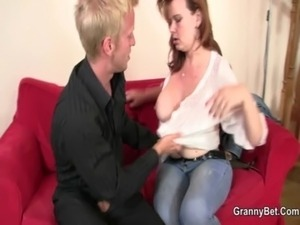 Drunken mommy gets her cunt drilled free