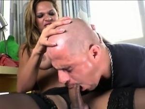 Busty tranny Bianca Alves and a guy sucked each dicks