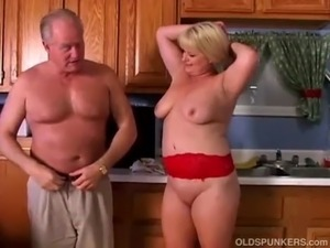 Mature pornstar Lizzy Liques loves to fuck free