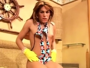 Tranny in gloves thrusts her fingers deep into shemales ass