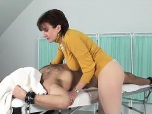 Cheating british mature lady sonia presents her gigantic tit