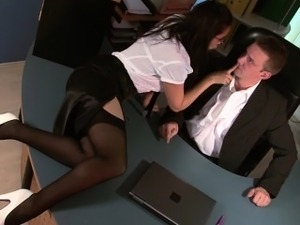 Office chick gets fucked silly by her boss