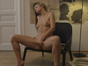 Girl cant live without to satisfy herself in a solo game