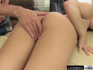 Teen Pornstar Jojo Kiss pussy massage facial