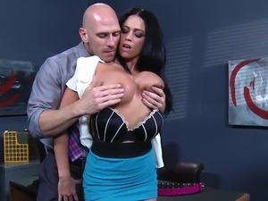 Office pussy Is Left inside Charge And bonks Her Coworkers Brains Out