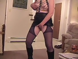 BOOTS AND MATURE AMATEUR SUCKING A BIG COCK
