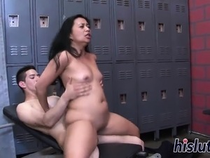 Sucky fucky session with a kinky Asian