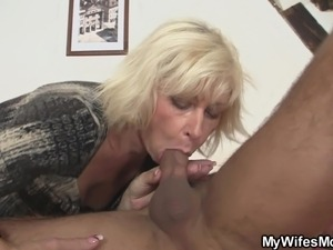 Blonde not mother in law seduces him to sex