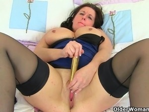 UK milf Summer Angel Lee and her naughty masturbation games