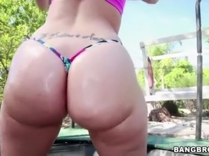 Beautiful Ass Kelly Divine Likes Doggy Style