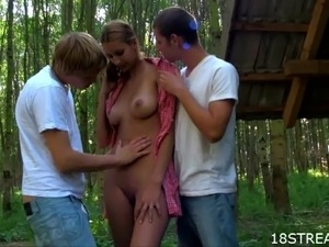 Blondie Gets in an Outdoor Threesome