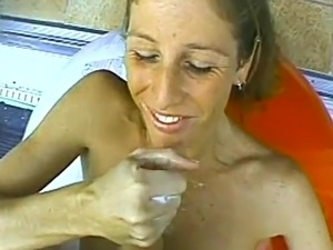 Babe gets her pussy licked madly before giving a hot handjob and takes cumshot