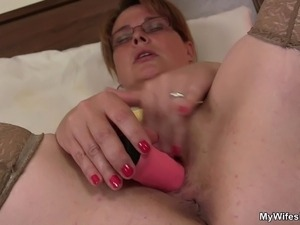 My gf's mature mom is horny bitch!