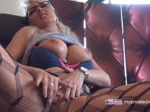 myprivatedream - hot milf dildo play and squirt