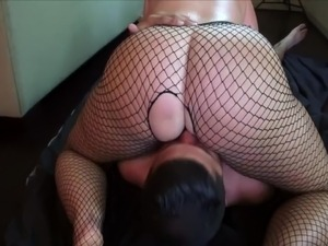 wife with huge fat ass loves to sitting on a stranger face