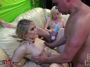 Ash Hollywood and Elaina Raye share a dick and enjoy intense pleasure