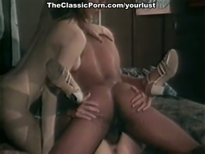 Black Heather Hunter, Jenteal and Jill Kelly fuck kinky in retro porn clip