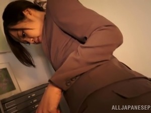 Sexy hot ass office chick in trouser suit Nozomi Yui gives a great handjob