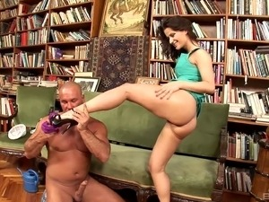 Brunette MILF becomes a raging slut after her divorce