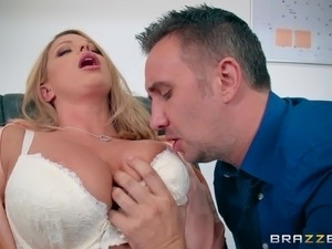 Experienced dude gives Brooklyn just what she needed in the office