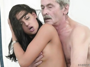Teen and hot dude enjoy oral sex