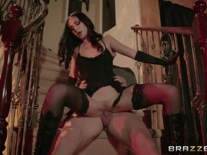 Captivating cowgirl in stockings penetrated hardcore in position 69