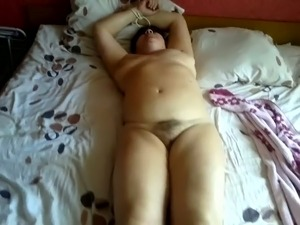 Submissive mature mom fucks dirty in amateur clip
