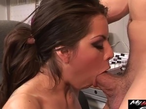 Yurizan Beltran cant wait to feel the throbbing cock of delivery man in her...