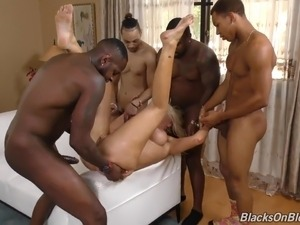 Perfect white mom at Gang Bang Party with 7 blacks