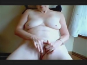 Hot MILF on web cam masturbating