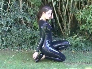 Outdoor latex babe Olivias high heel and shiny rubber fetish