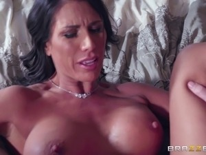 Hot MILF Makayla Cox seduces her man for a qucik shag